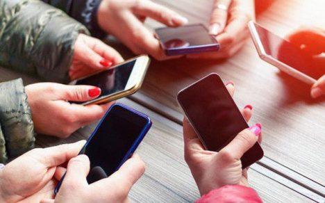 Nghị luận xã hội về việc sử dụng điện thoại di động không đúng cách của học sinh.
