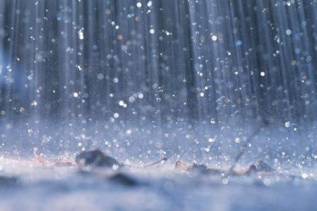 Ai còn nằm nghe mưa rơi