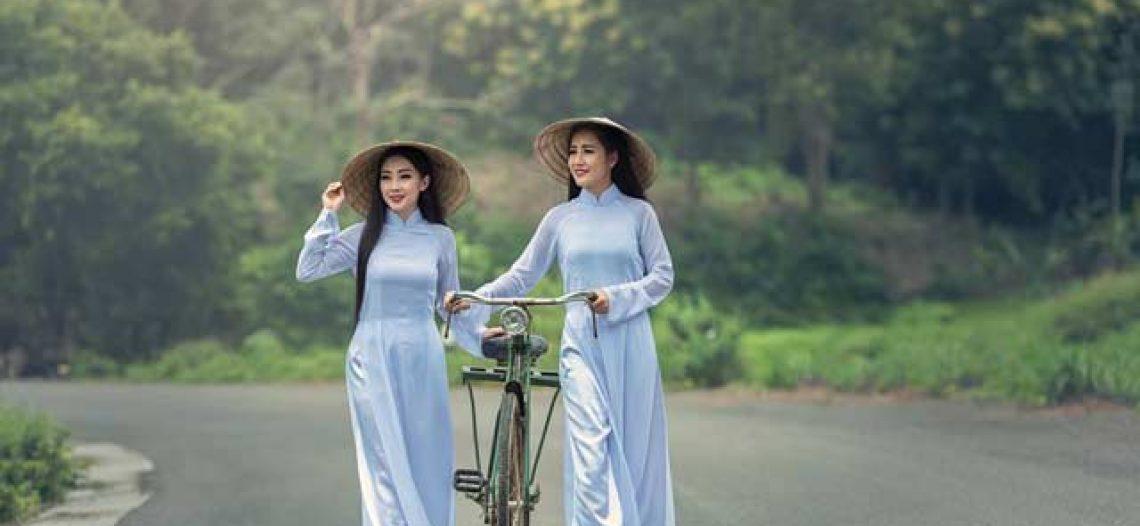 Ghim trên Áo dài Việt Nam