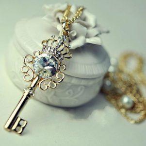 The Key (Chiếc Chìa Khóa)
