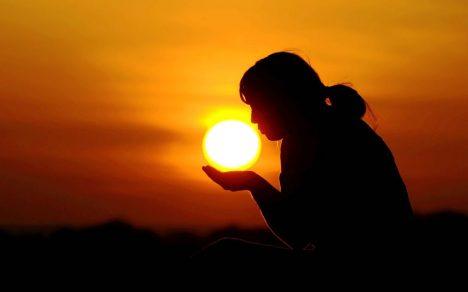 Cô Ấy Chọn Bóng Tối Để Cho Cậu Mặt Trời